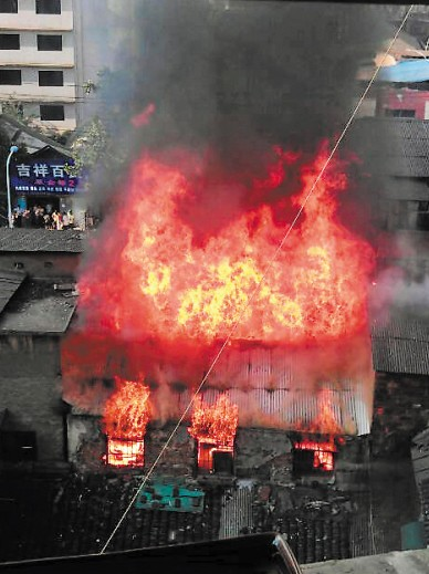 长沙小区居民楼半夜起火 长沙曙光小区起火