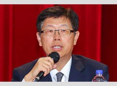 刘扬伟接任鸿海集团新董事长 69岁郭台铭今日正式退位 鸿海董事长由刘扬伟接任